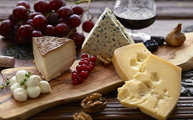 Holiday Cheese Plates for Entertaining